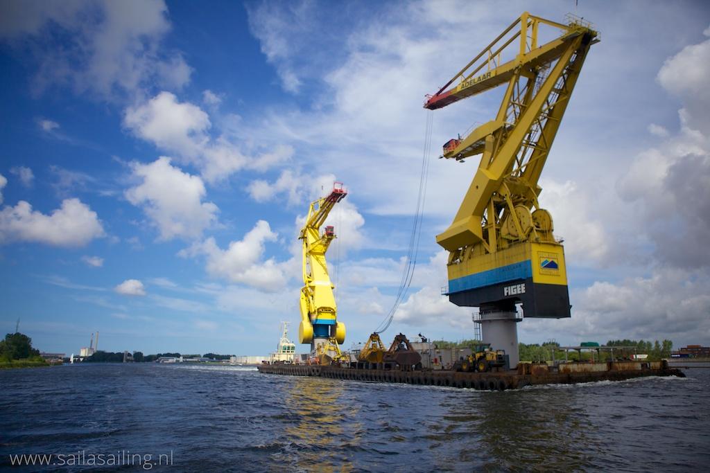Groot gevaarte op het Noordzeekanaal
