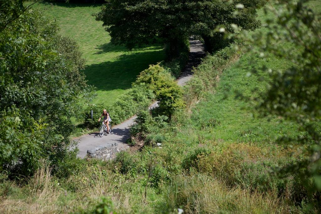 Door het glooiende landschap fietsen