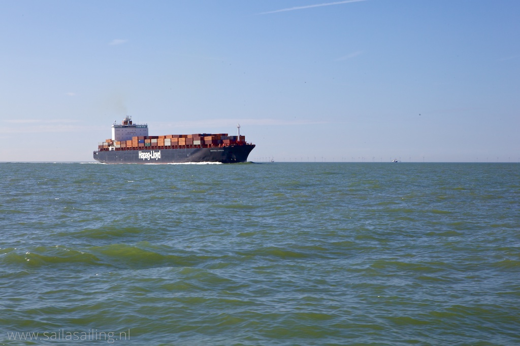 Containerschip bij de Westerschelde