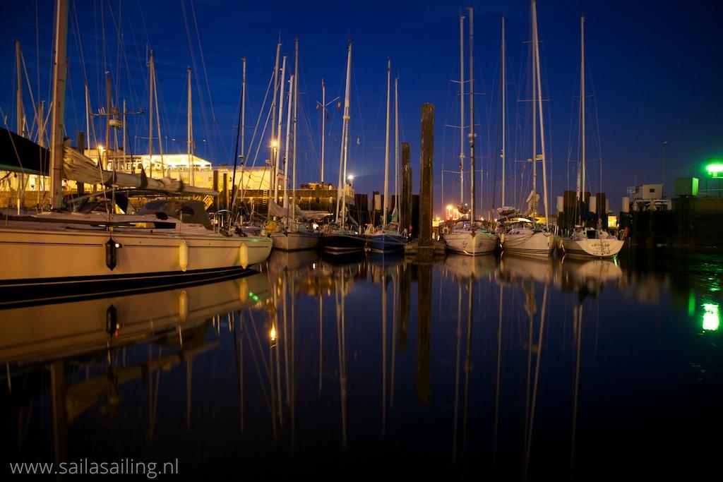 De haven bij nacht