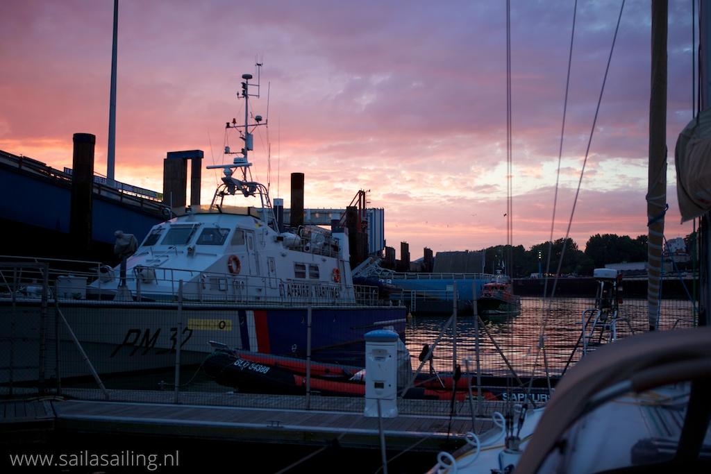 Zonsondergang vanuit de haven