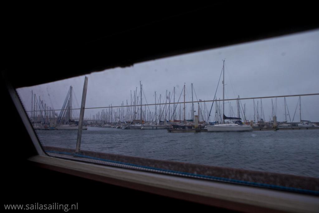 Uitzicht op de haven vanuit het schip
