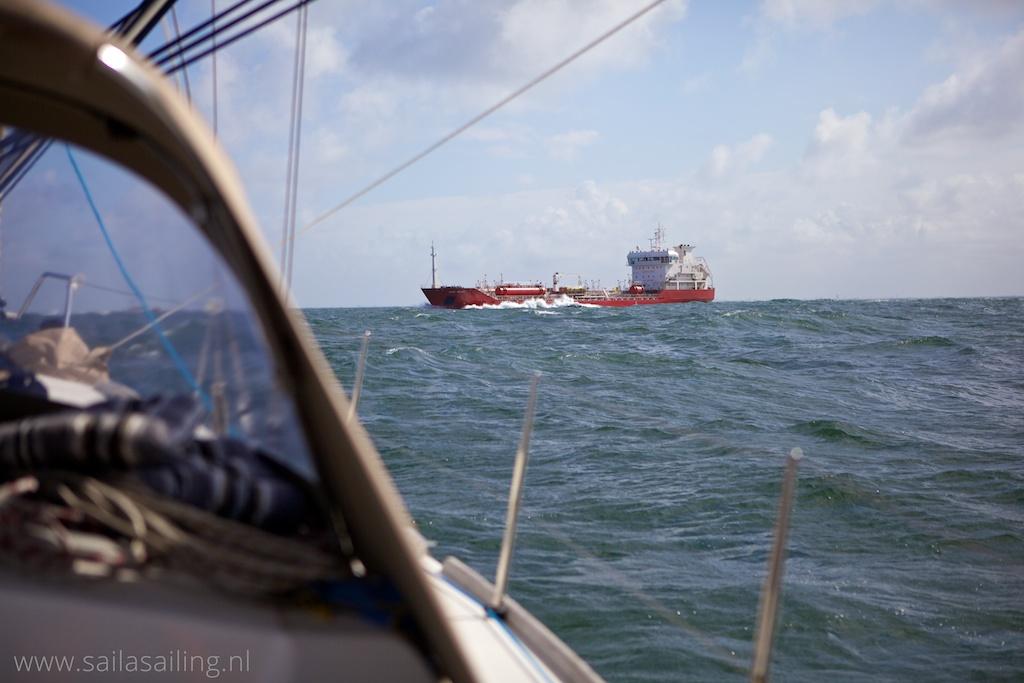 Kruisend schip bij de Maasmonding