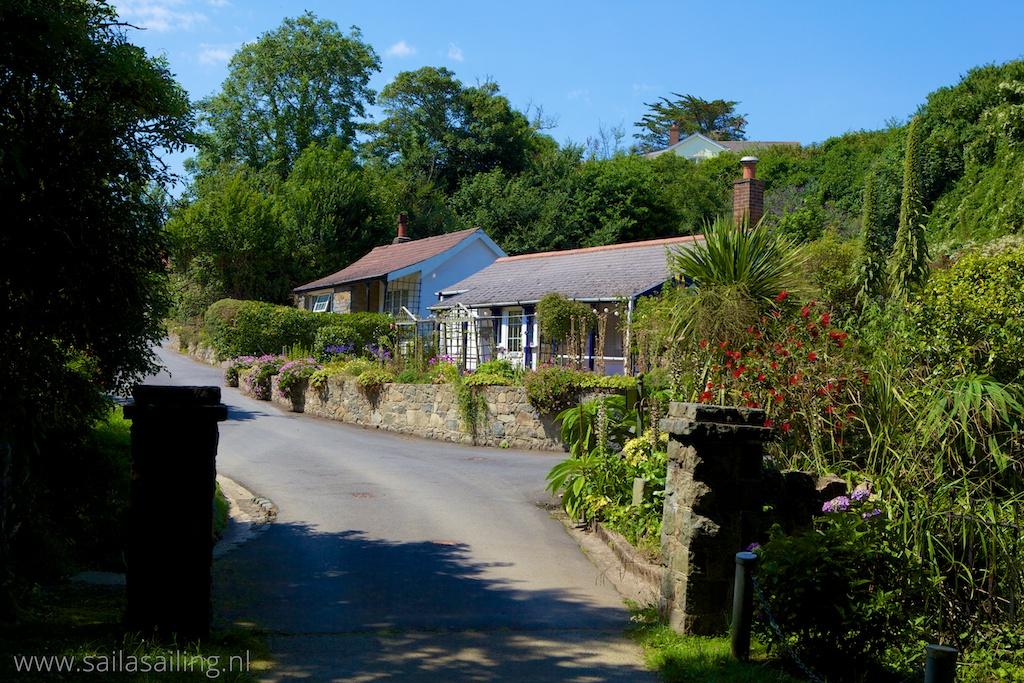 Engelse cottage langs het cliff path