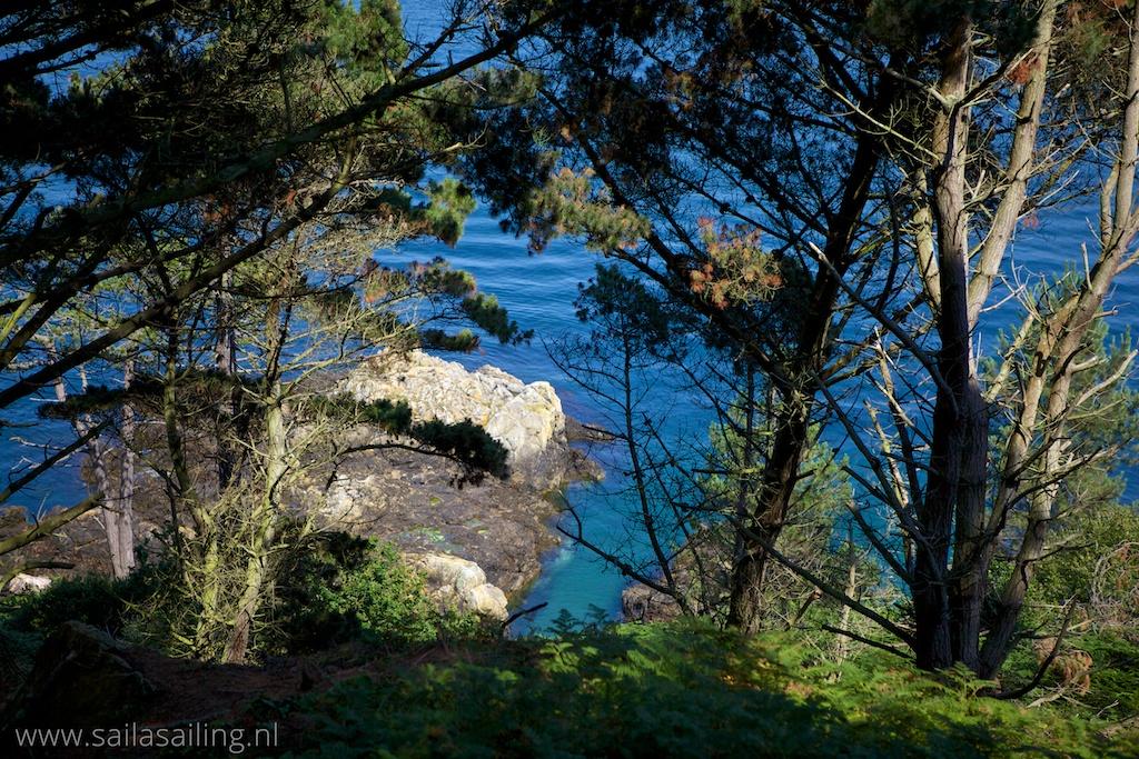 Doorkijkje vanaf het cliff path