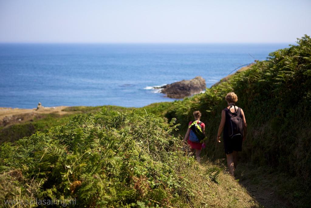 Een open gedeelte van het cliff path